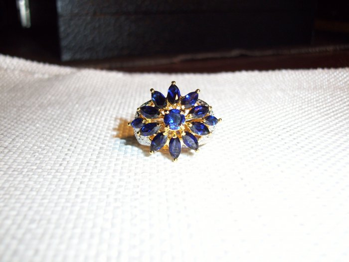 5cttw. RARE Flower Saphire Ring- Free earrings!