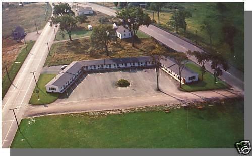 BREWER, MAINE/ME POSTCARD, Village Green Motel, Aerial