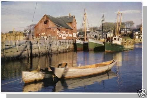 Striking ROCKPORT, MASS/MA POSTCARD, Boats/Dock/Harbor