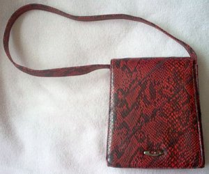 red and black Guess bag handbag purse beautiful sexy in like new condition