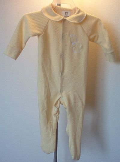 yellow Gerber giraffe sleeper footed medium 3-6 months in excellent like new condition