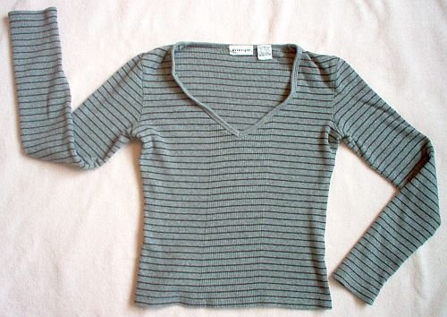 Energie size medium gray ribbed trendy long sleeved shirt excellent condition