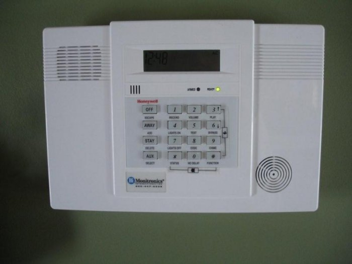 Honeywell Lynx-en Wireless alarm