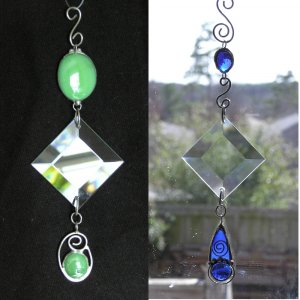 Suncatcher - Dancing Rays with Gems and Bevel