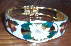 Beautiful Bracelet with Floral Design
