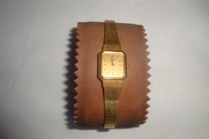 SEIKO QUARTZ GOLD ON GOLD LADIES WRIST WATCH