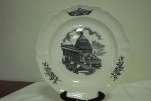 """WEDGEWOOD FEDERAL CITY COLLECTOR PLATE """"THE CAPITOL"""""""