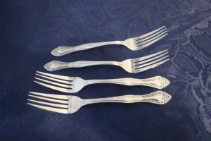 LIFETIME CUTLERY 4 DINNER FORKS PIERREPONT