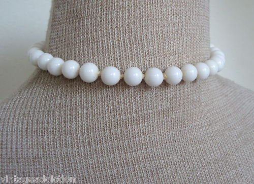 Chic Vintage White Milk Glass Bead Necklace 1950s
