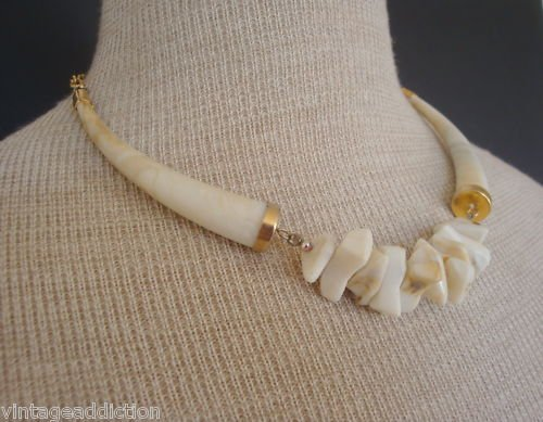 Eye Catching Vintage Art Deco Cream Chunky Necklace