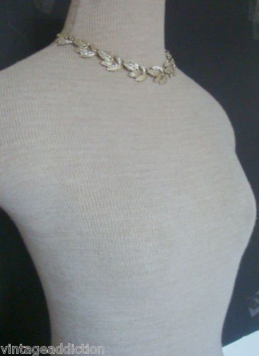Charming  Vintage Silver Tone Leaf Choker Necklace