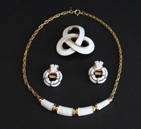 Vintage Crown Trifari  Necklace Earrings Brooch Set