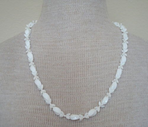 Vintage White Milk Glass Necklace 1950s