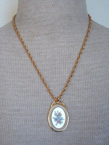Beautiful Vintage Rose Cameo Pendant Chain  Necklace
