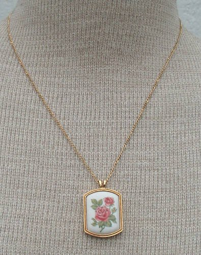 Vintage Victorian Revival  Rose Cameo Pendant Necklace