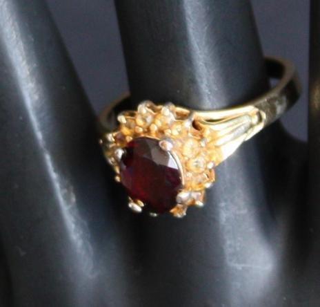 Vintage Beautiful Red Garnet Ring Size 8