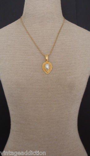 Vintage Tear Drop White Faux Pearl Necklace