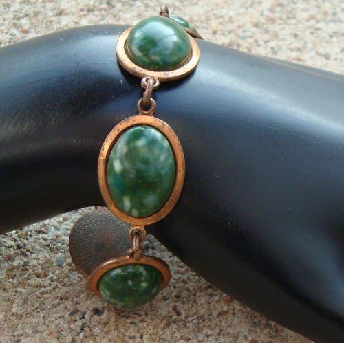 Vintage Deco Vibrant Green Marbled Cabochon Bracelet
