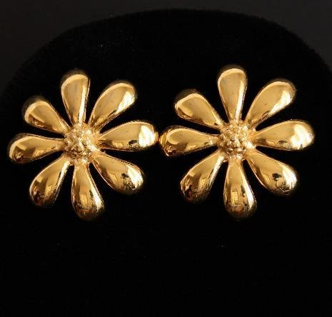 Vintage Gold Tone Flower Pierced Earrings
