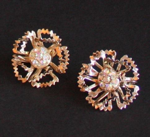 Vintage Sarah Cov Carnation Gold Tone Clip On Earrings