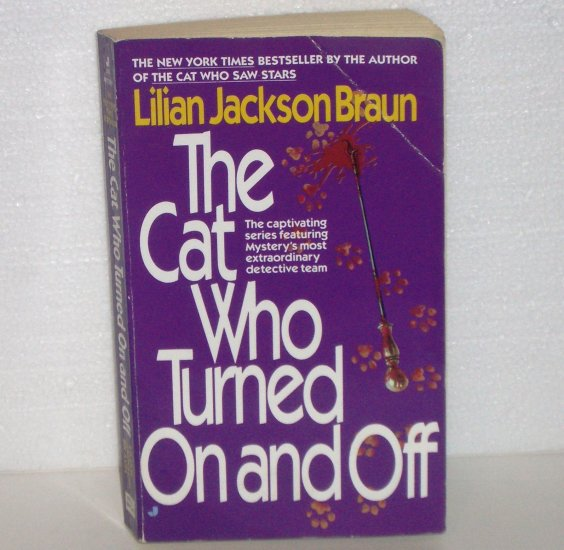 The Cat Who Turned On and Off by LILIAN JACKSON BRAUN Cozy Mystery 1986
