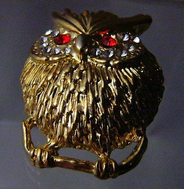 Hoot Owl  goldtone pin rhinestones red eyes