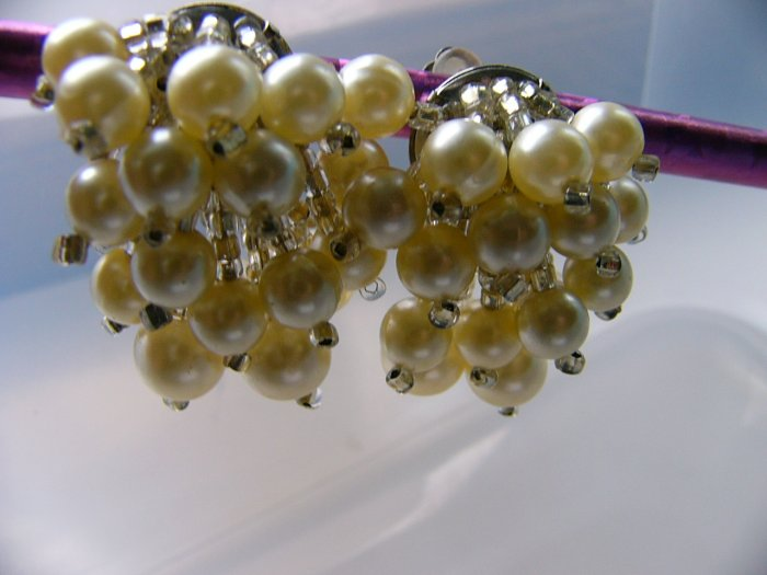 Dangle Cha Cha Faux Pearl Beads clip on earrings