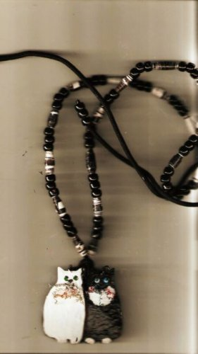 TUXEDO KITTY CAT NECKLACE HAND PAINTED HAND CRAFTED WIRE PAPER BEADS GEORGEOUS