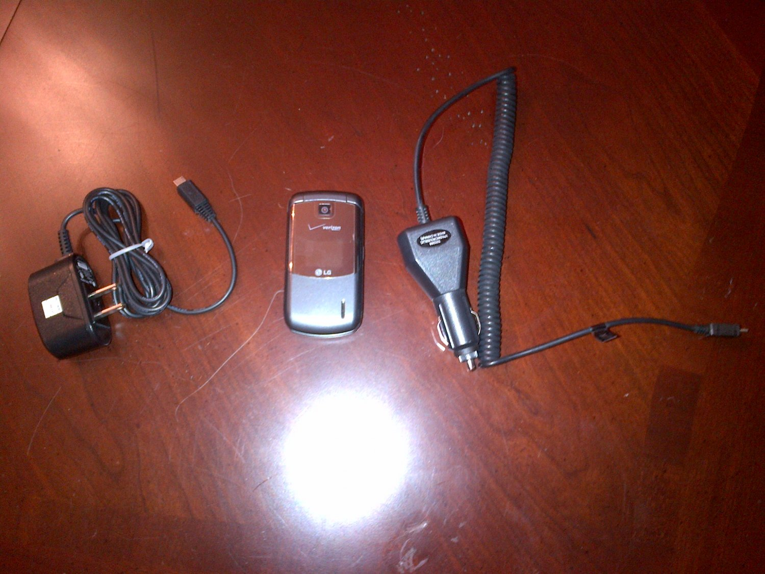 LG Accolade VX5600 (Verizon) Cellphone (car charger included)