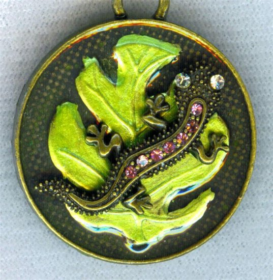 ANTIQUE STYLE BRASS LIZARD IGUANA ANIMAL PRINT LOCKET NECKLACE