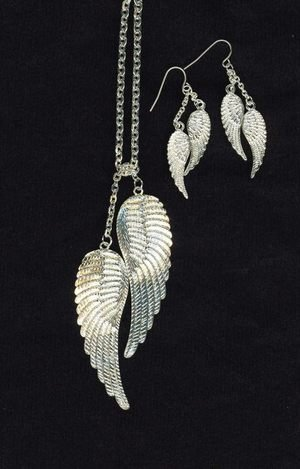 URBAN ANGEL WINGS NECKLACE SET