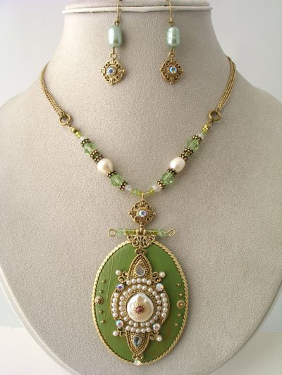 CHUNKY LIGHT GREEN OLIVE AB CRYSTAL FAUX PEARL BEAD SET