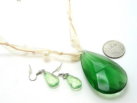 CHUNKY OLIVE GREEN GLASS FAUX PEARL RIBBON NECKLACE SET