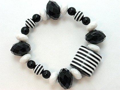 BLACK WHITE STRIPE SINGLE ROW LUCITE BEAD BALL BRACELET