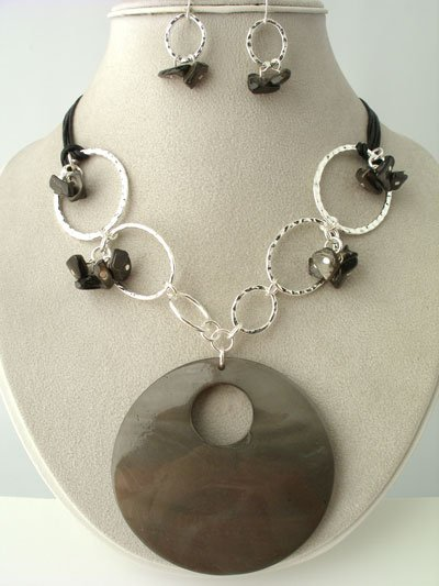 CHUNKY JET BLACK SHELL SEED BEAD NECKLACE SET