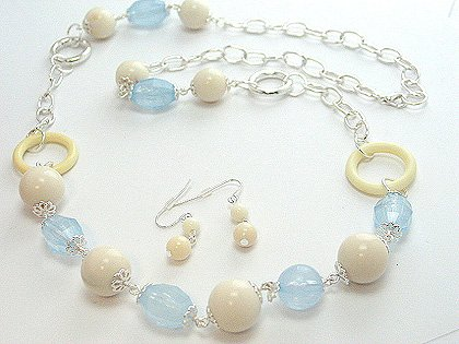 LONG BLUE WHITE CREAM LUCITE BEAD NECKLACE SET