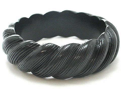 JET BLACK BAKELITE STYLE BANGLE BRACELET