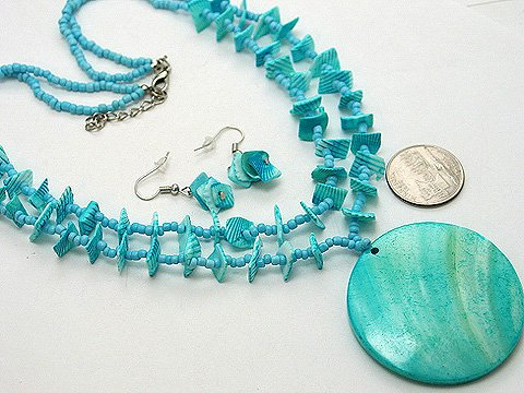 CHUNKY BLUE LUCITE PEARL SHELL SEED BEAD NECKLACE SET