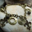NEW ANTIQUE STYLE FRENCH FLEUR DE LIS CHARM BRACELET