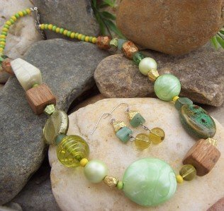 NEW BOHO GREEN YELLOW LAMPWORK MIXED BEAD NECKLACE SET