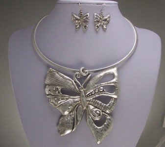 CHUNKY BUG BUTTERFLY CHOKER NECKLACE SET