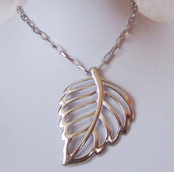 Chunky Fall Leaf Necklace