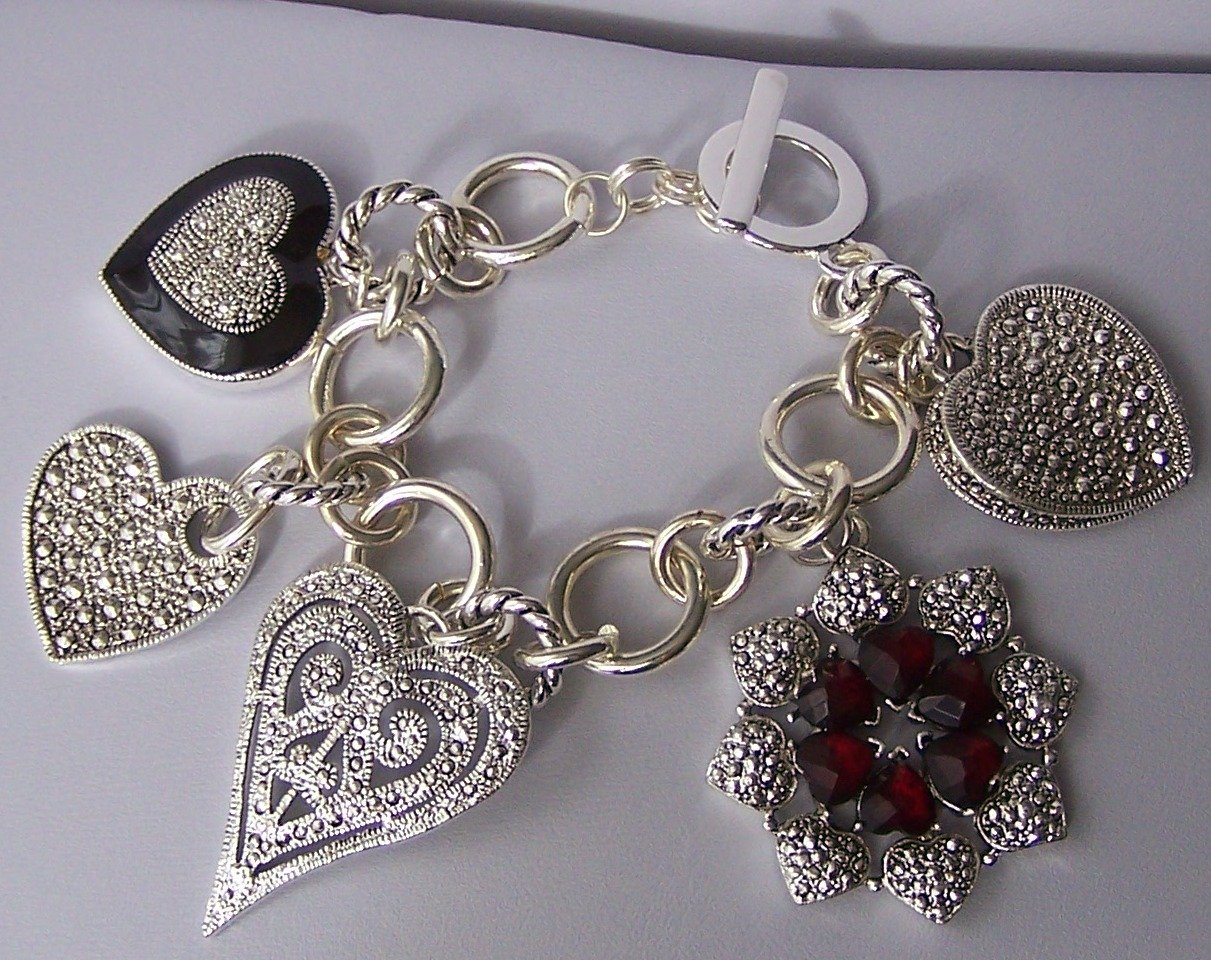 Chunky Black Red Marcasite Style Heart Love Valentines Day Charm Bracelet