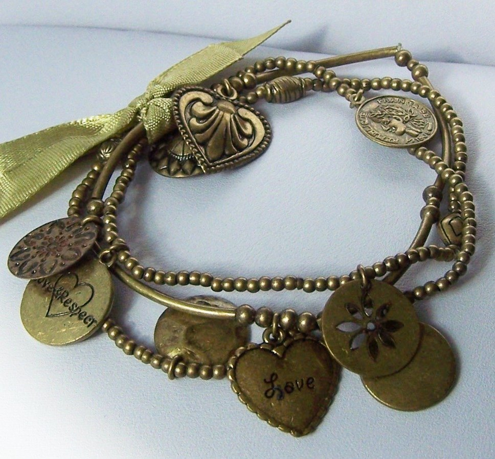Antique Style Multistrand Gold Tone Heart Love Valentines Day Charm Bracelet