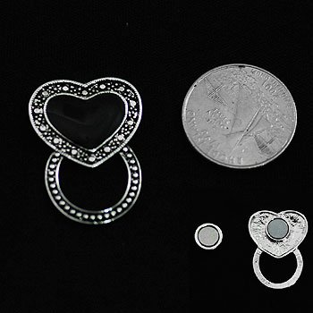 Black Heart Love Picture Badge ID Eye Glass Holder Brooch Pin