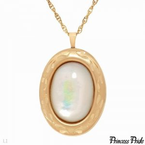 Necklace With Genuine Mother of pearl Crafted in Gold Plated Base