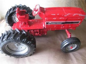 ERTL CO.INTERNATIONAL VINTAGE FARM TOY TRACTOR STK. 415