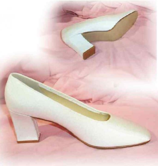 Dye-to-Match Crepe Pumps - 3 in heel - USA made - Retail $68 - YOUR PRICE $9.99 - sz 8