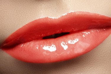 I kissed a boy -cherry red Lipgloss- Boii cosmetics