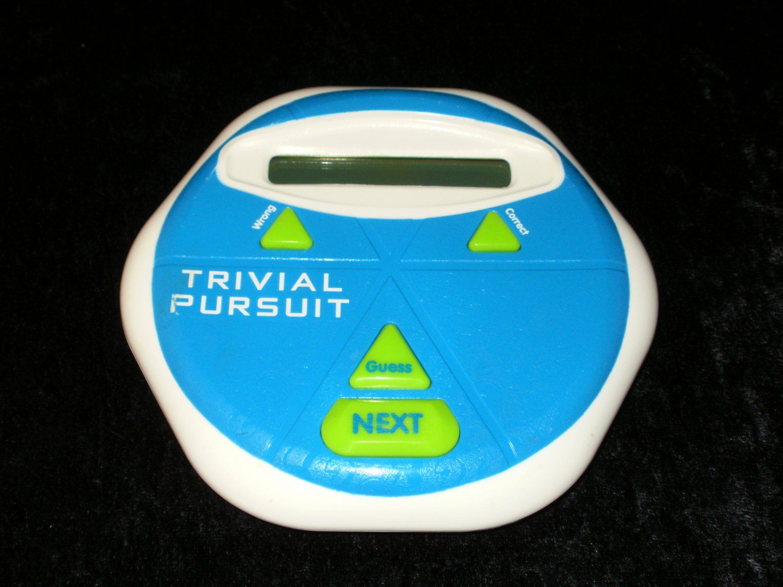 Trivial Pursuit - Handheld - Hasbro 2013